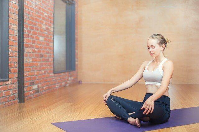 meditasyon-kadın-yoga