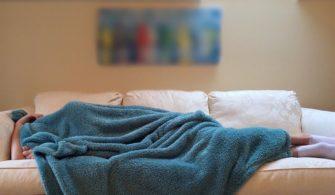 uyku-kanepe-insan-uyumak